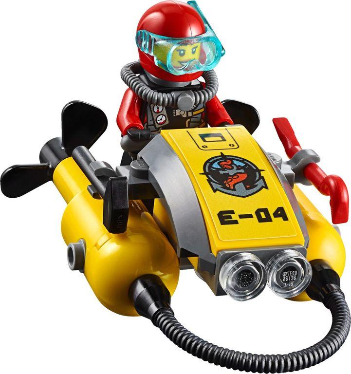 LEGO® City Deep Sea Exploration Vessel minifigures