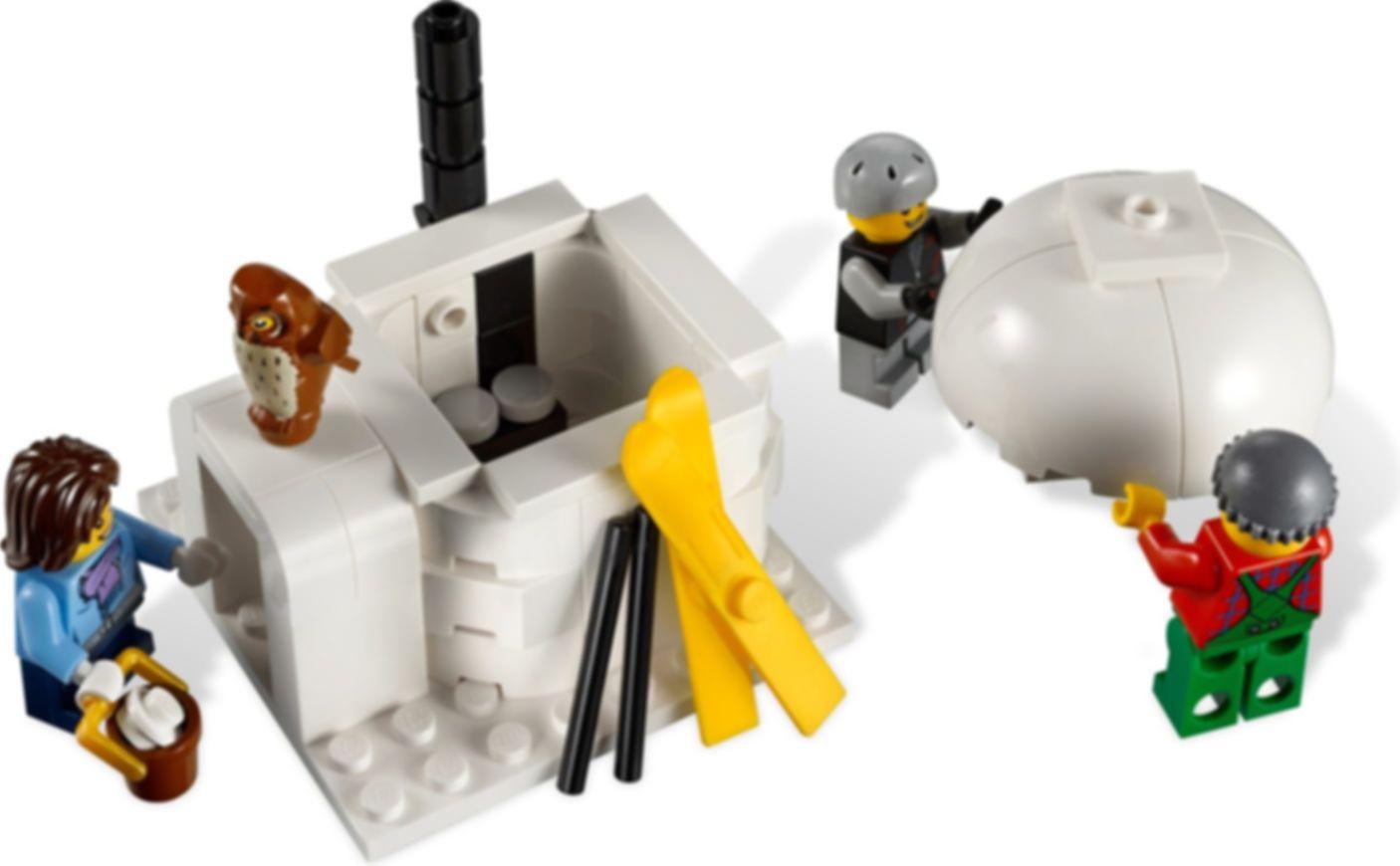 LEGO® Creator Expert Winter Village Cottage gameplay