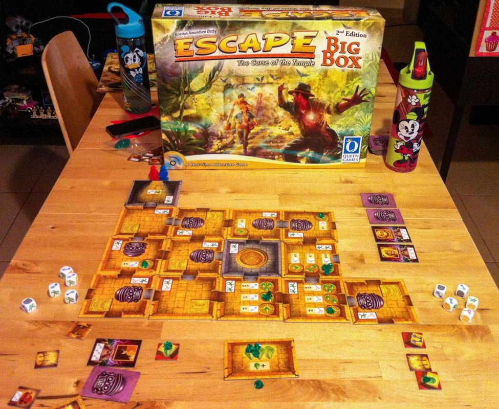 Escape The Curse of the Temple - Big Box 2nd Edition components