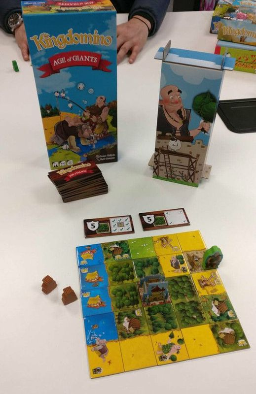 Kingdomino: Age of Giants components