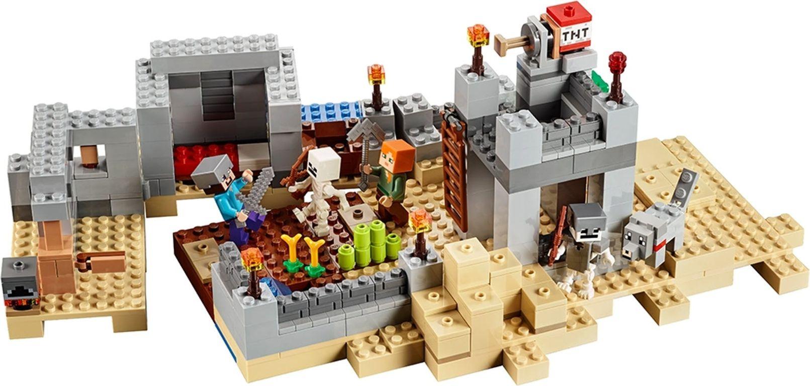 LEGO® Minecraft The Desert Outpost back side