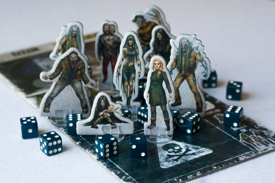 Dead of Winter: The Long Night components