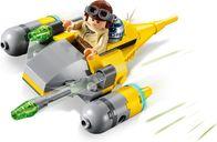 LEGO® Star Wars Naboo Starfighter™ Microfighter gameplay