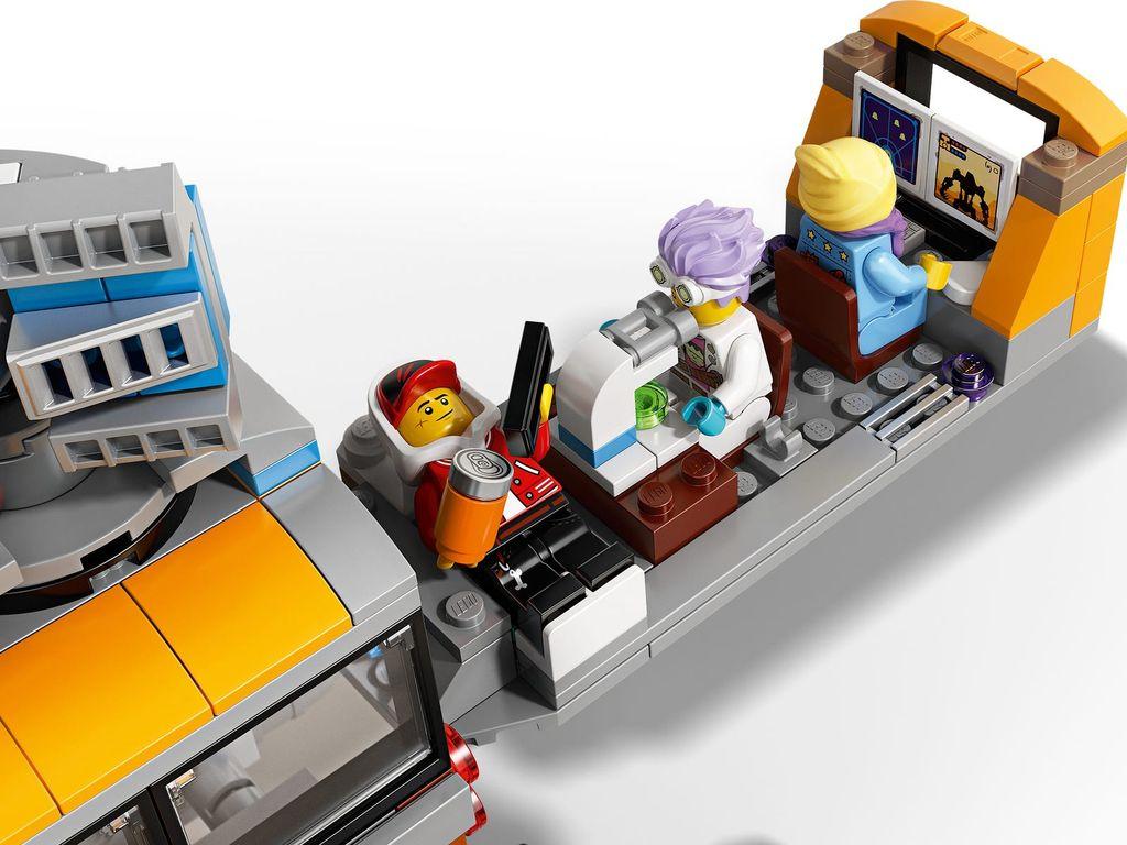 LEGO® Hidden Side Paranormal Intercept Bus 3000 interior
