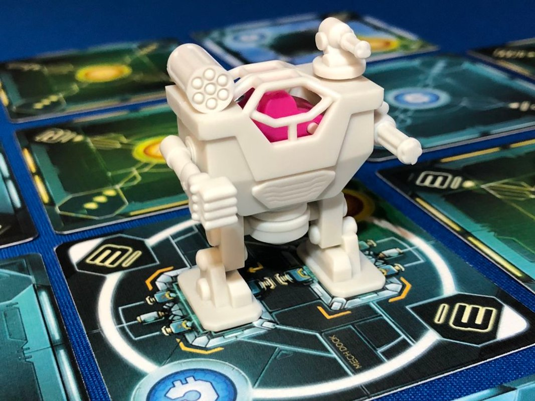 Tiny Epic Mechs components