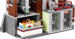 LEGO® Batman Movie Arkham Asylum interior