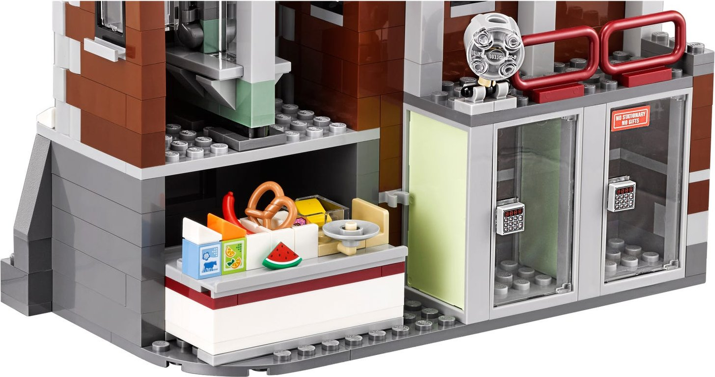 LEGO® Batman Movie Arkham Asylum interior