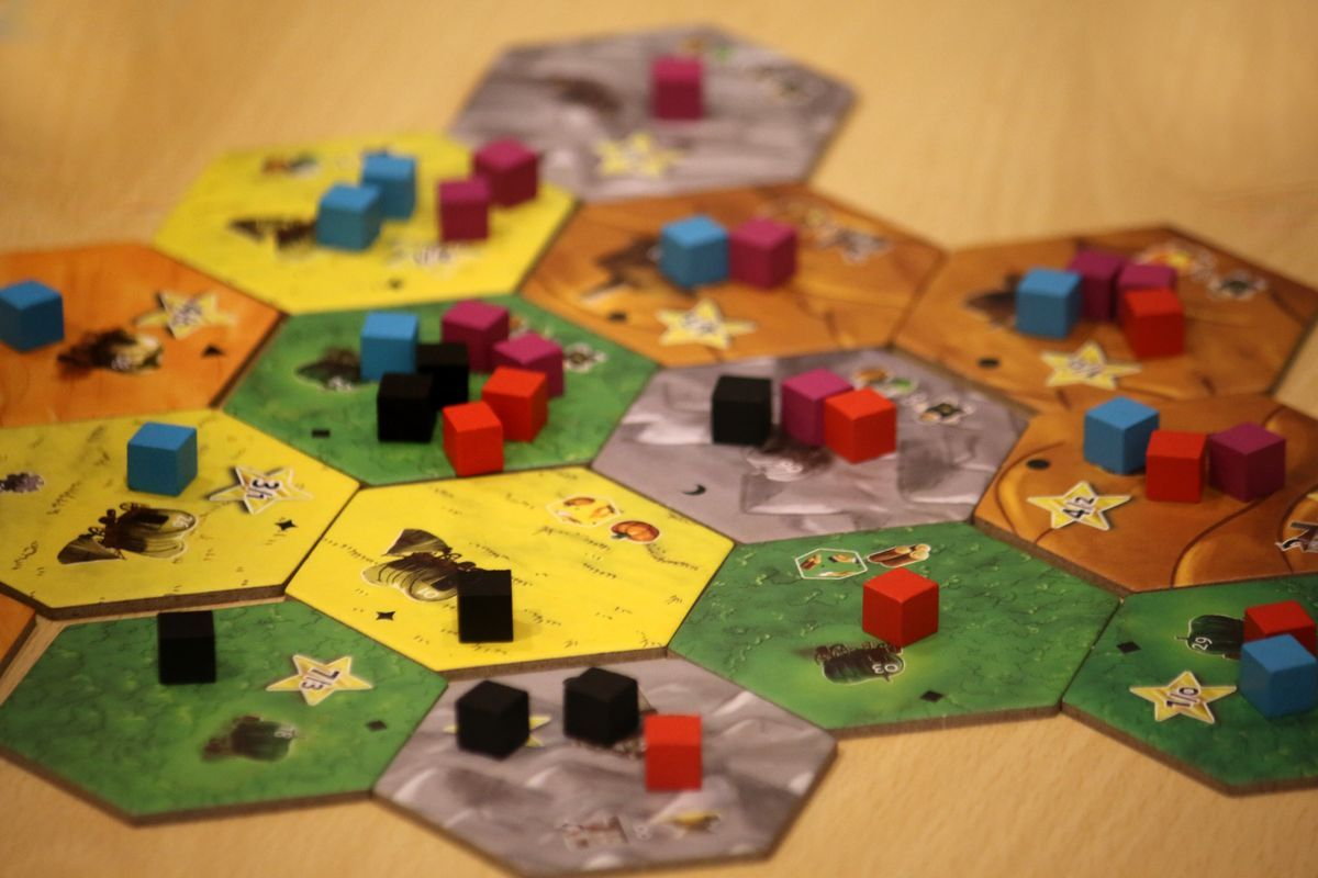 Dice Settlers gameplay