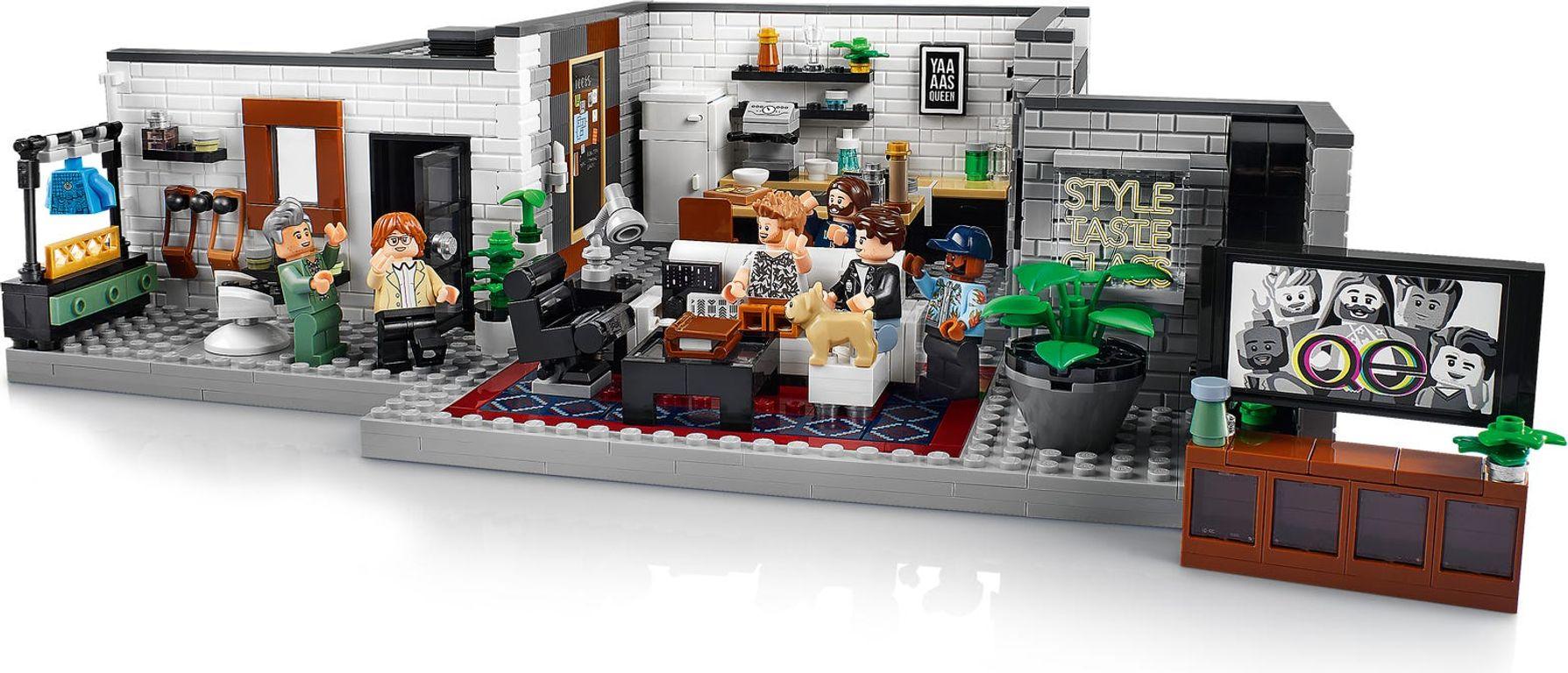 LEGO® Creator Expert Queer Eye – The Fab 5 Loft gameplay