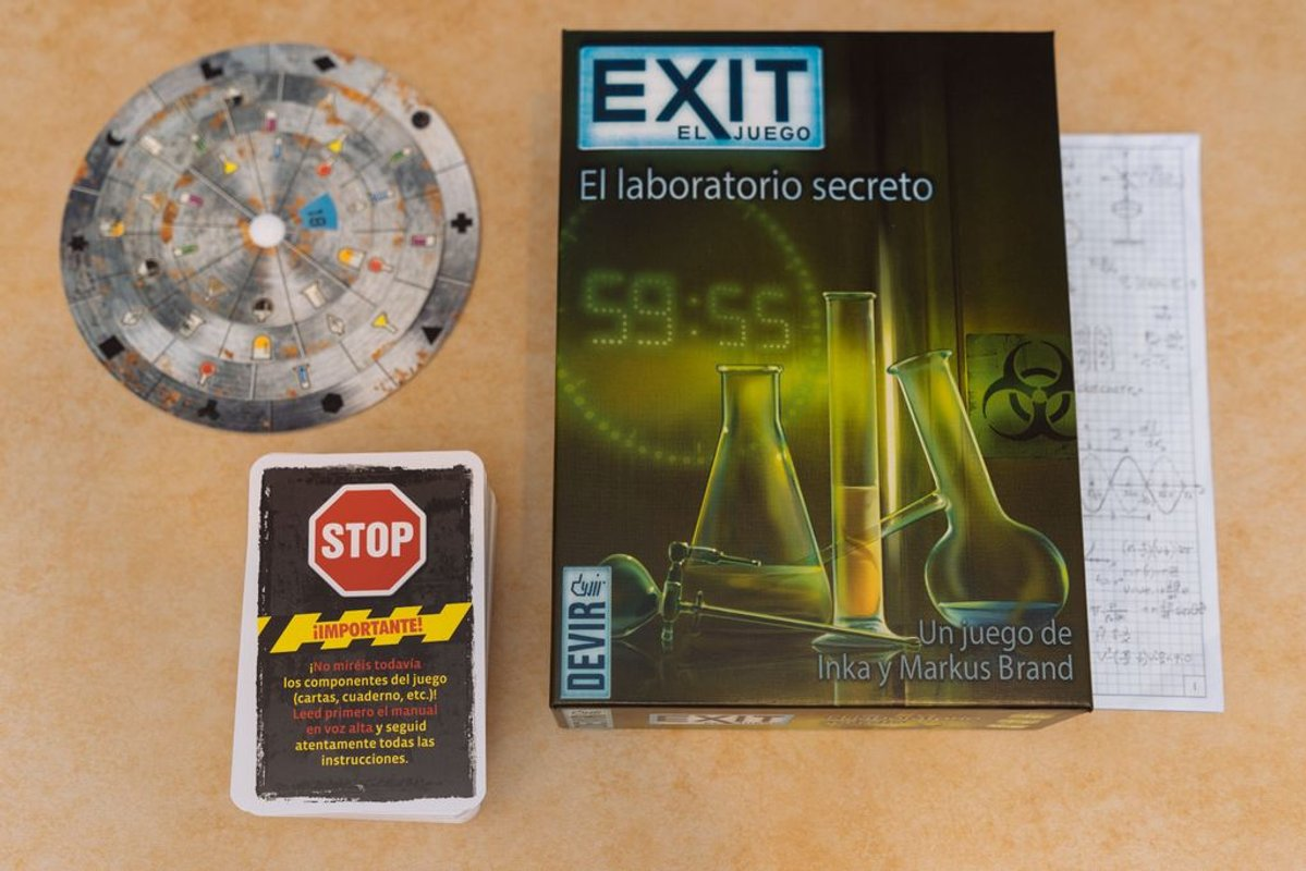 EXIT: The Game - The Secret Lab components