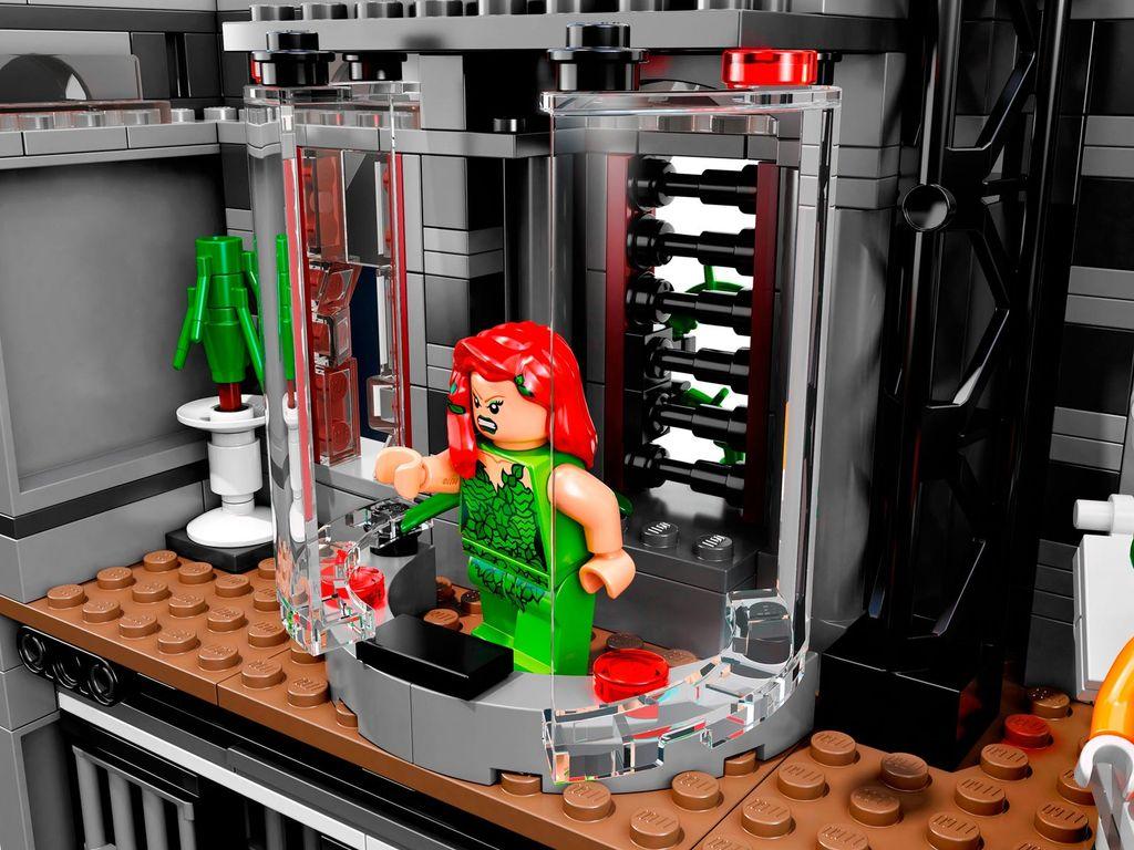 LEGO® DC Superheroes Batman™: Arkham Asylum Breakout interior