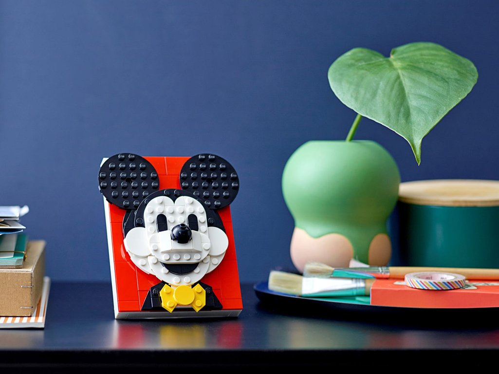 LEGO® Brick Sketches™ Mickey Mouse gameplay