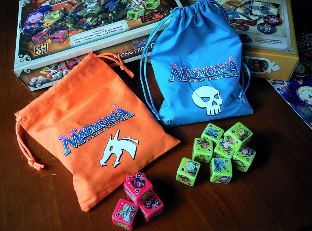 Masmorra: Dungeons of Arcadia - Monsters Dice Set components