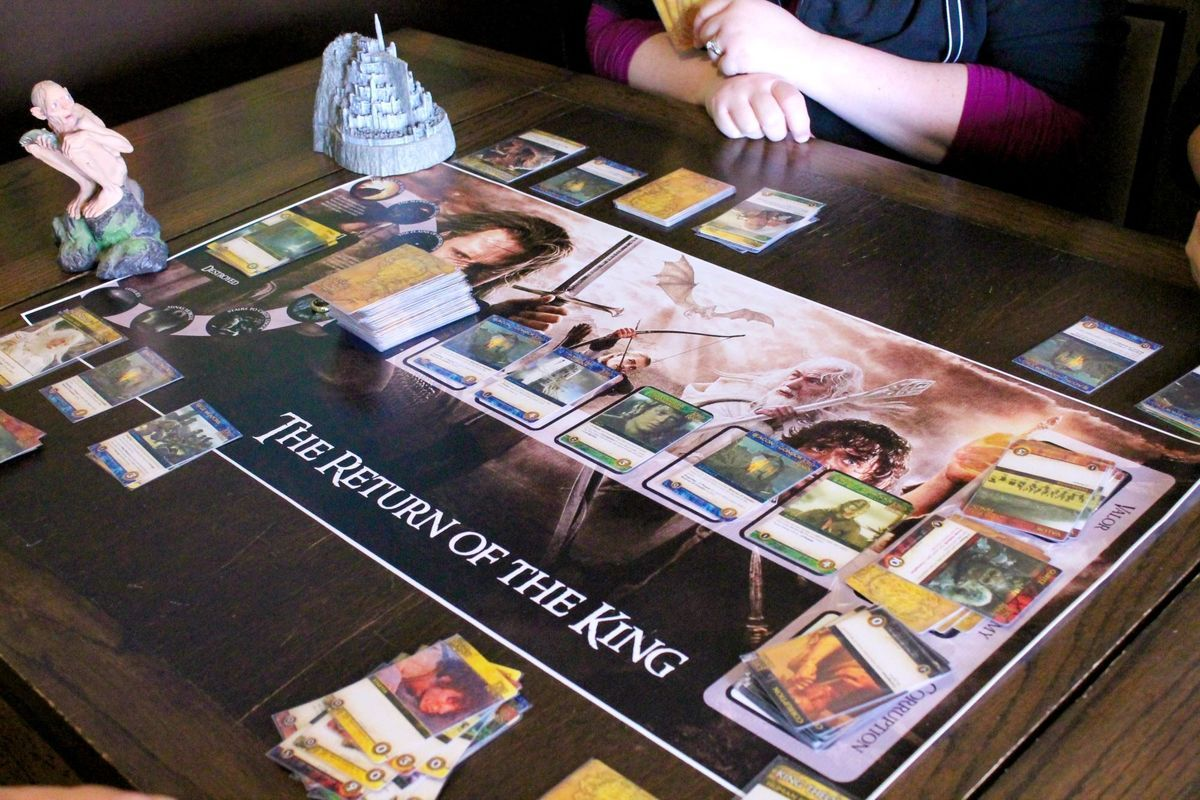The Lord of the Rings: The Return of the King Deck-Building Game gameplay