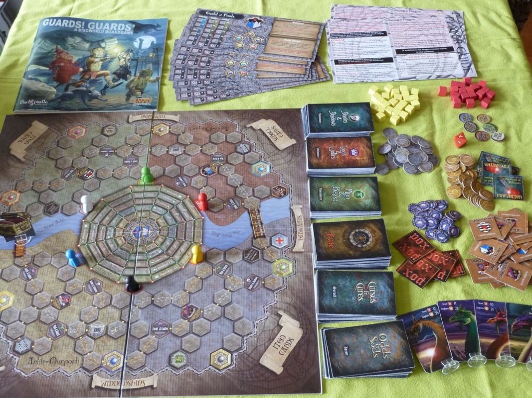 Guards! Guards! - A Discworld Boardgame components