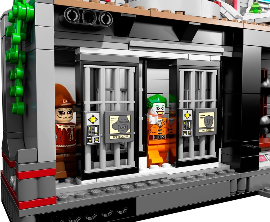 LEGO® DC Superheroes Batman™: Arkham Asylum Breakout gameplay