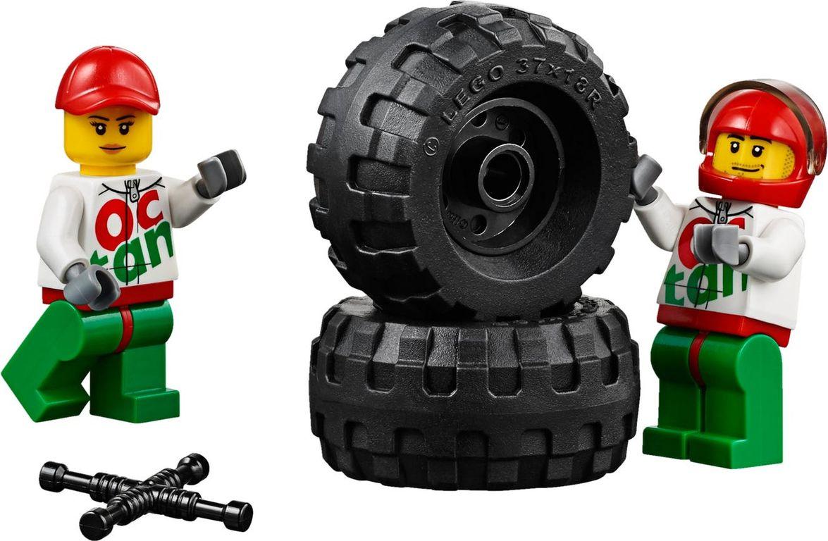 LEGO® City 4 x 4 Off Roader minifigures