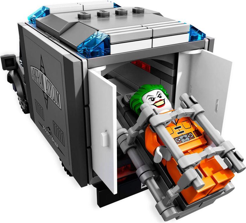 LEGO® DC Superheroes Batman™: Arkham Asylum Breakout components