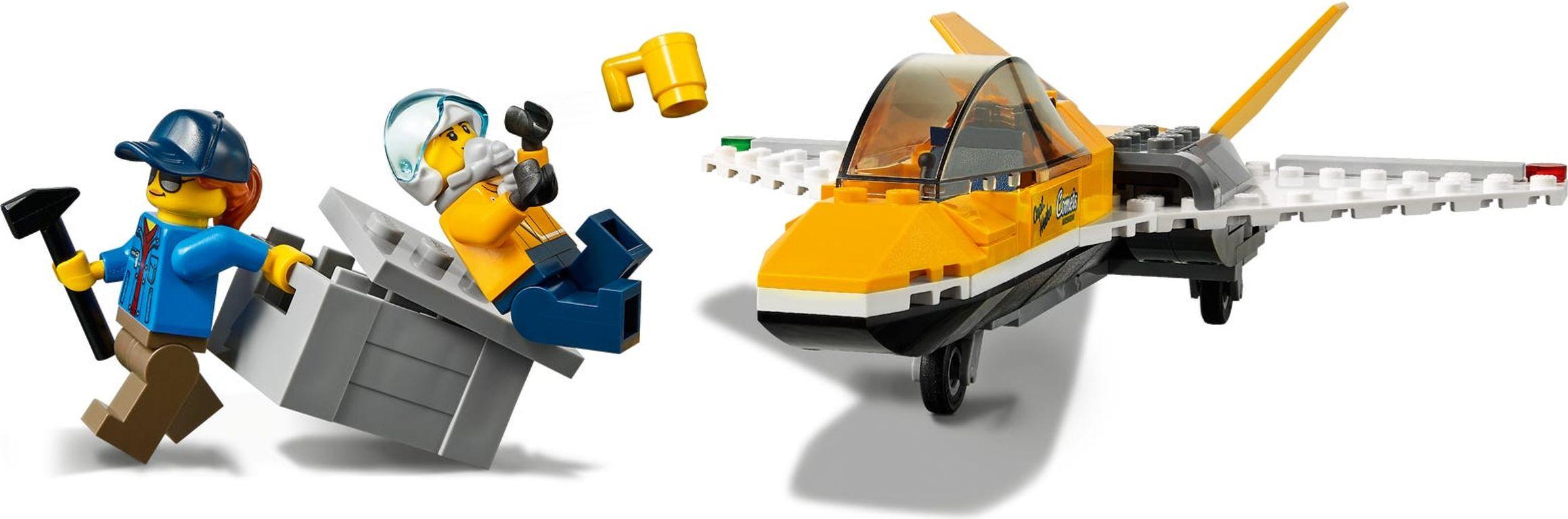 LEGO® City Airshow Jet Transporter minifigures