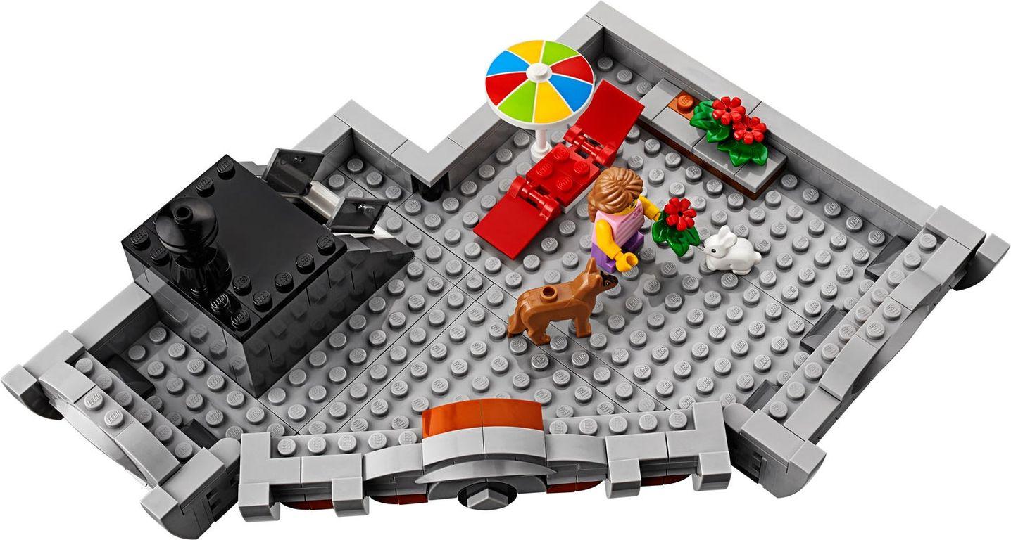 LEGO® Creator Expert Corner Garage components