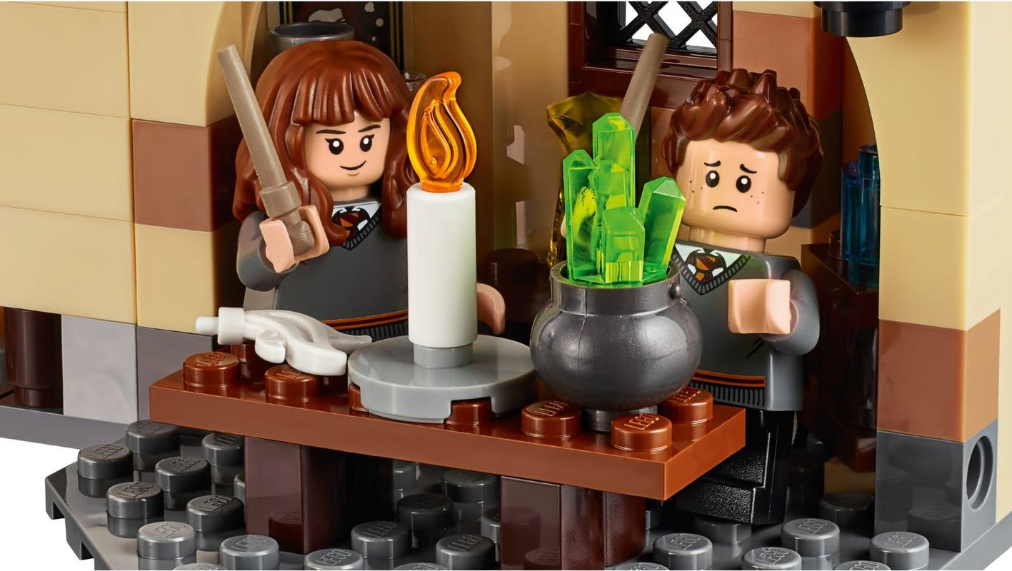 Hogwarts™ Whomping Willow™ minifigures