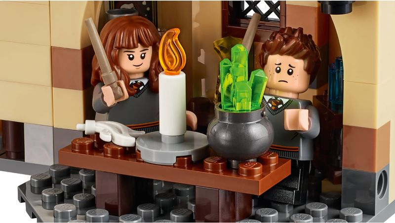 LEGO® Harry Potter Hogwarts™ Whomping Willow™ minifigures