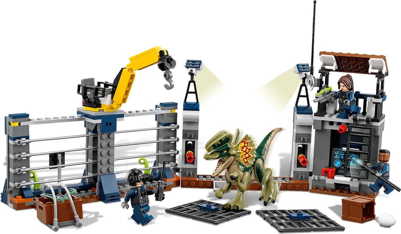 LEGO® Jurassic World Dilophosaurus Outpost Attack gameplay