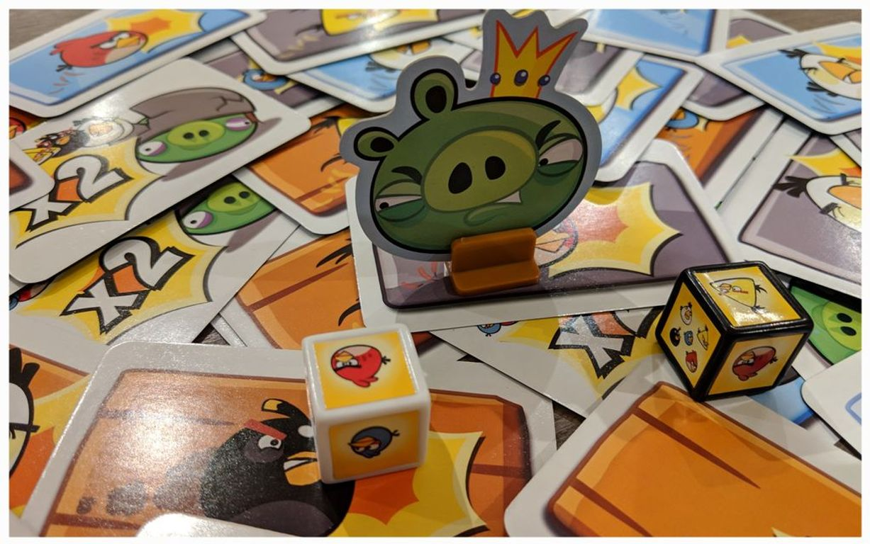 Angry Birds: The Card Game components