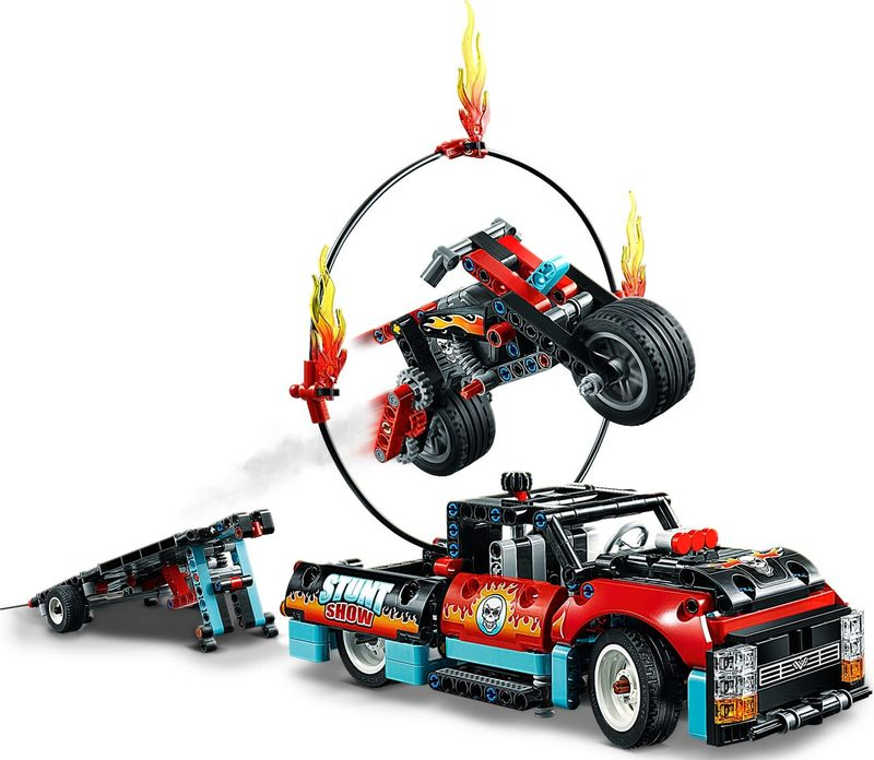 LEGO® Technic Stunt Show Truck & Bike gameplay
