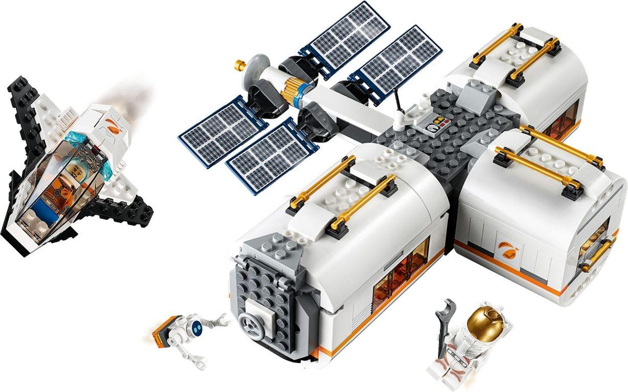 LEGO® City Lunar Space Station gameplay