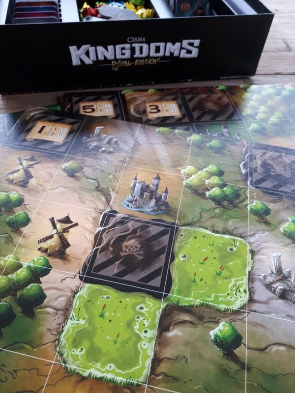 Claim Kingdoms: Royal Edition game board