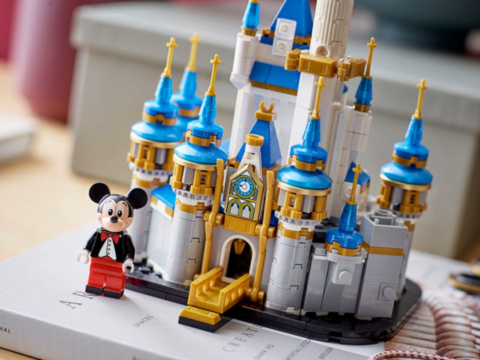 LEGO® Disney Mini Disney Castle gameplay