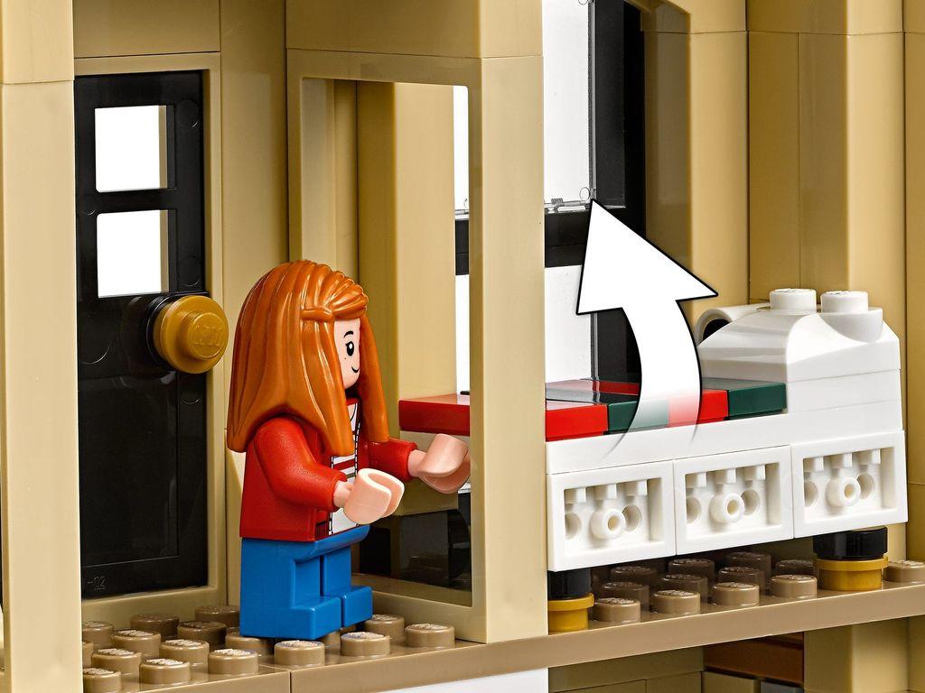 LEGO® Jurassic World Indoraptor Rampage at Lockwood Estate components