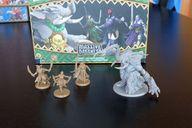 Massive Darkness: Heroes & Monster Set - Bloodmoon Assassins vs The Hellephant miniatures