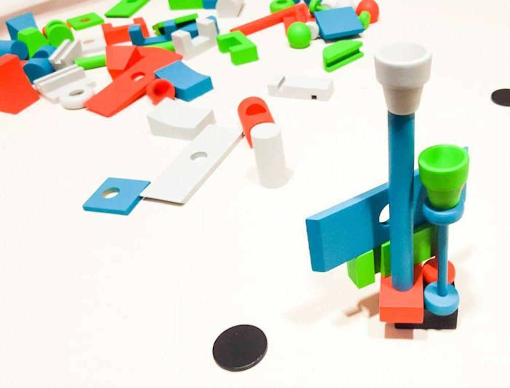 Junk Art gameplay