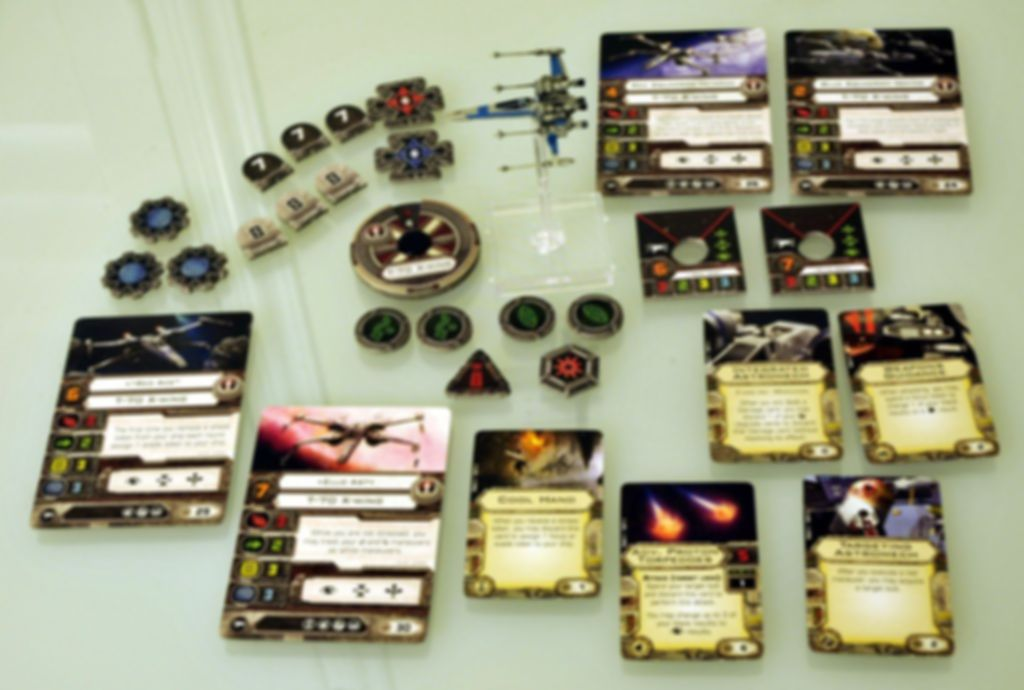 Star Wars: X-Wing Miniatures Game - T-70 X-Wing Expansion Pack components