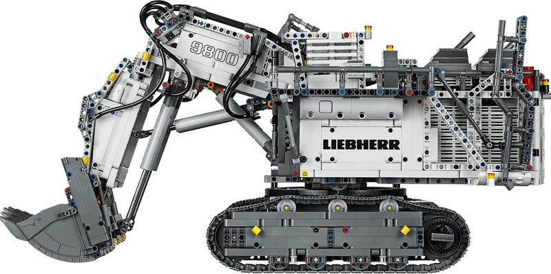 LEGO® Technic Liebherr R 9800 Excavator gameplay