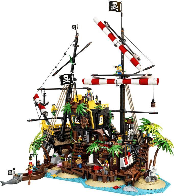 LEGO® Ideas Pirates of Barracuda Bay gameplay
