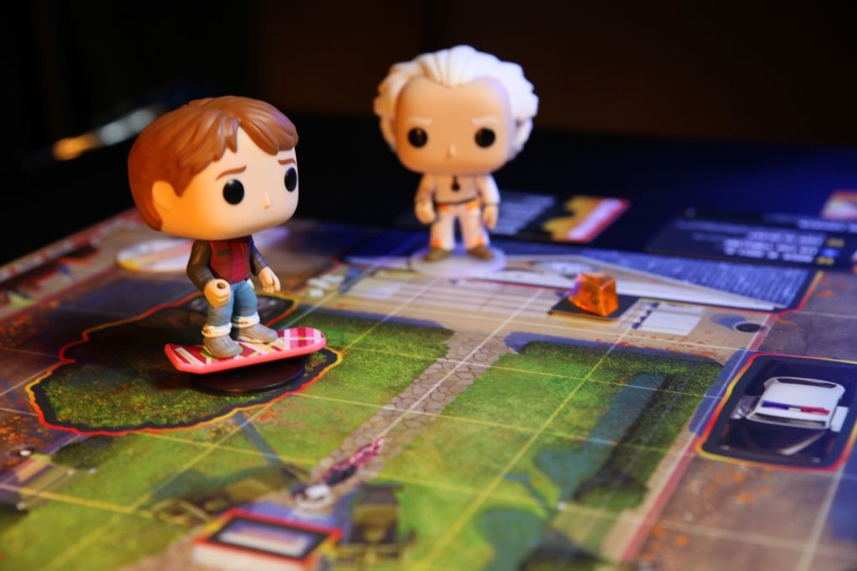 Funkoverse Strategy Game: Back to the Future 100 – Marty McFly & Doc Brown components