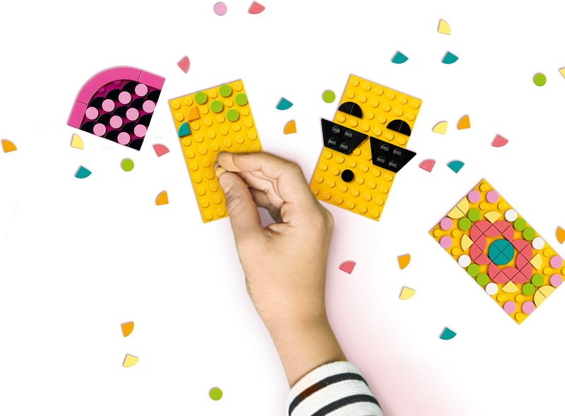 LEGO® DOTS Pineapple Pencil Holder gameplay