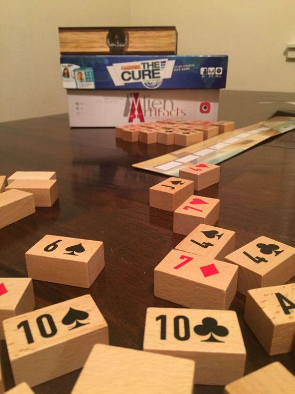 Pyramid Poker components
