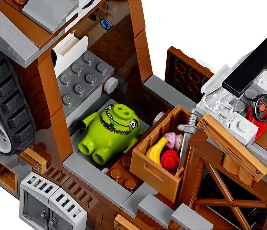 LEGO® Angry Birds Piggy Pirate Ship components