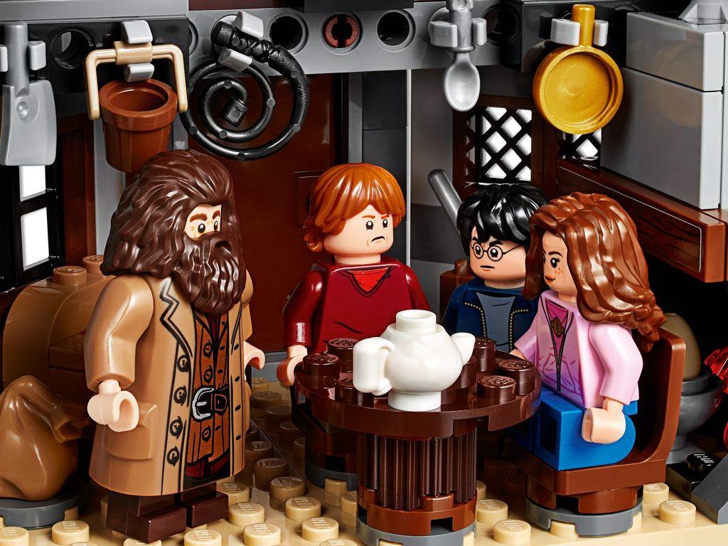 LEGO® Harry Potter™ Hagrid's Hut Buckbeak's Rescue characters