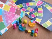 Trivial Pursuit: Family Edition components