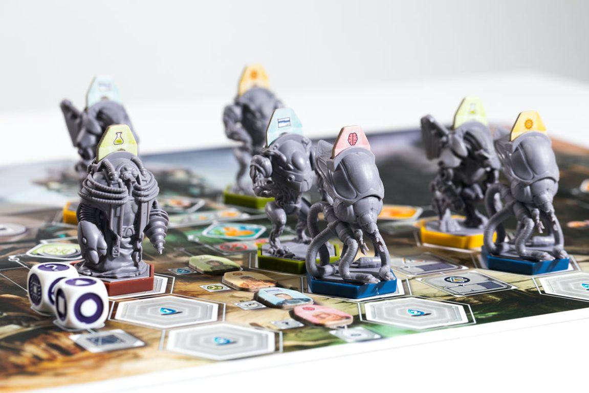 Anachrony: Exosuit Miniatures Set gameplay