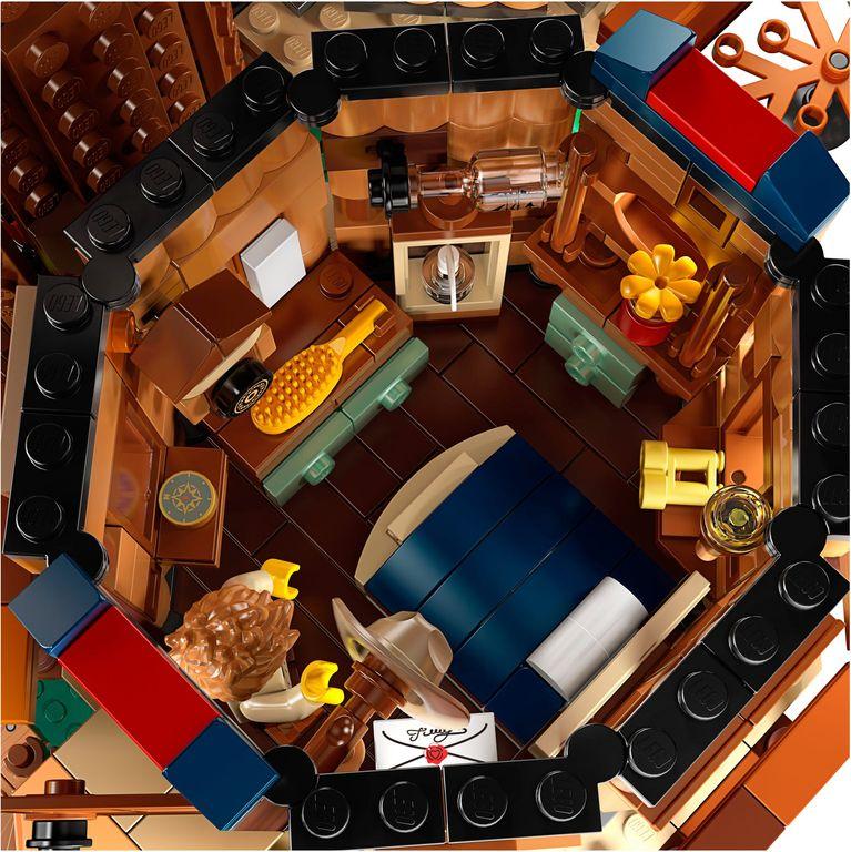 LEGO® Ideas Tree House interior