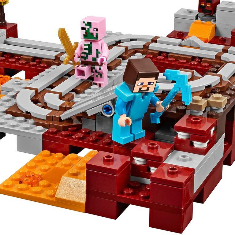 LEGO® Minecraft The Nether Railway gameplay