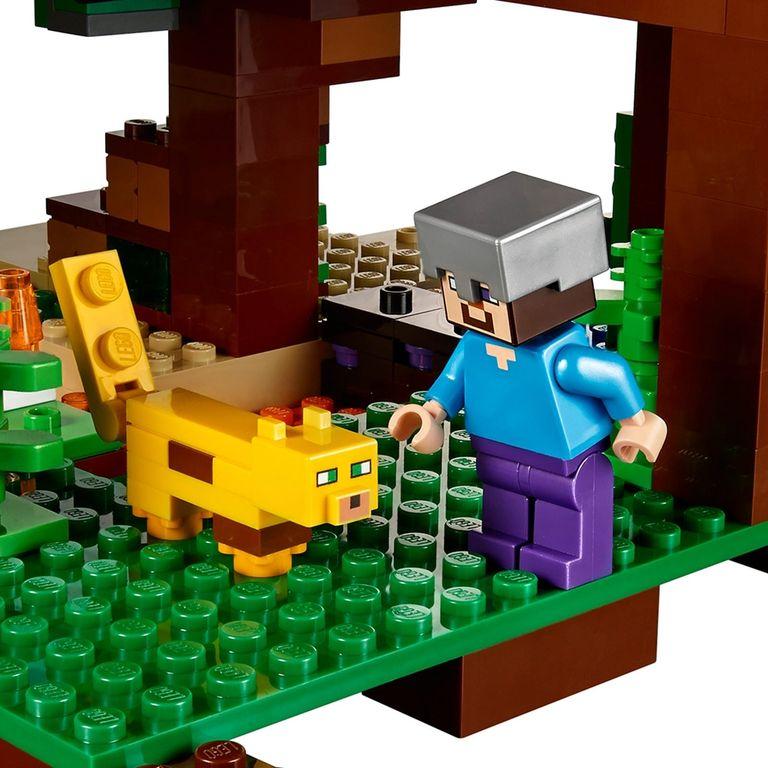 LEGO® Minecraft The Jungle Tree House minifigures