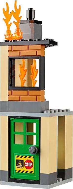 LEGO® City Fire Engine building