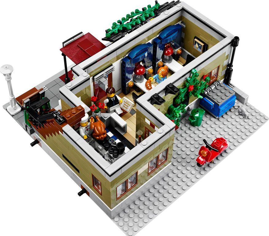LEGO® Creator Expert Parisian Restaurant interior